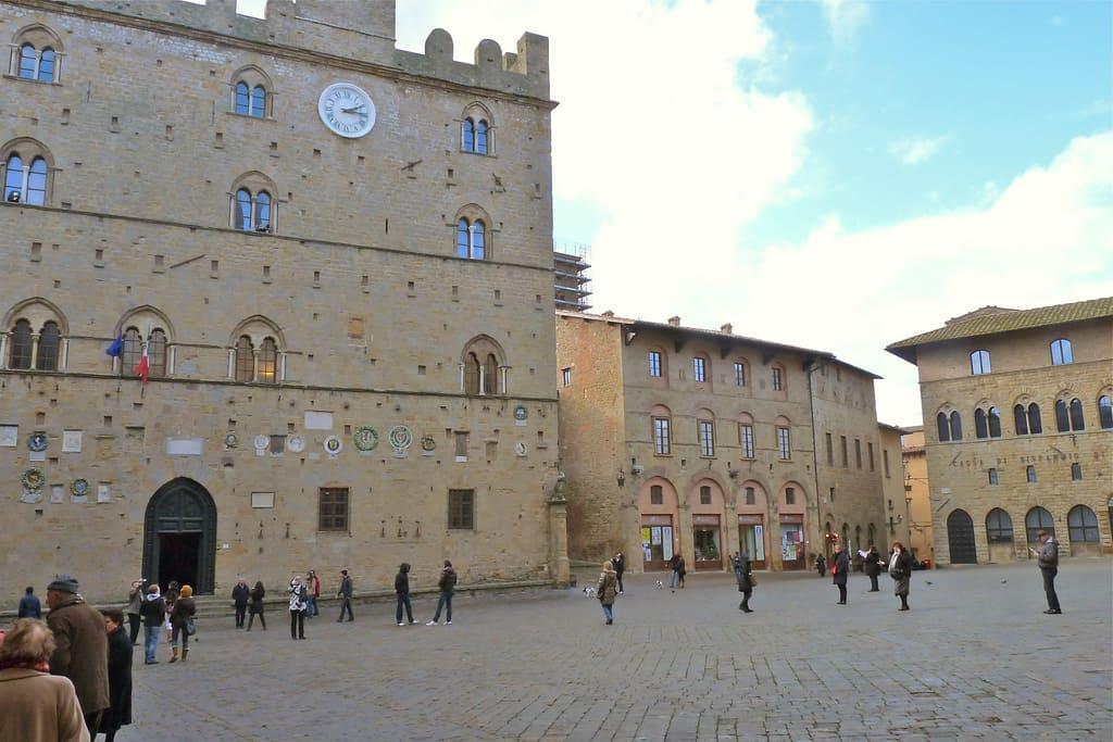 Piazza e Palazzo dei Priori